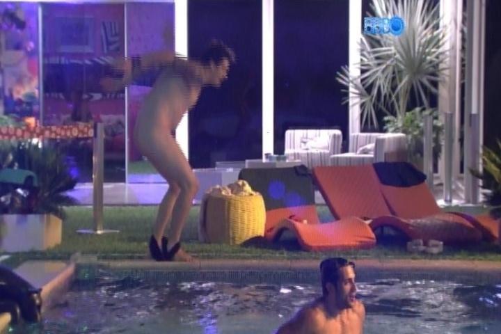https://i2.wp.com/imguol.com/c/entretenimento/2014/01/26/26jan2014---cassio-fica-pelado-e-pula-na-piscina-1390721874308_720x480.jpg