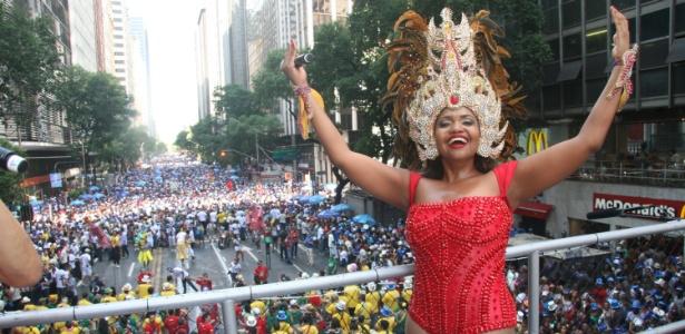 Gaby Amarantos em desfile do Monobloco no Centro do Rio
