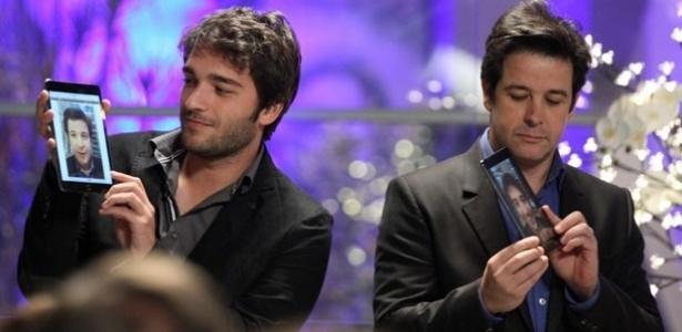 Jonas Marra (Murilo Benício) lança o 'marratablet' e irrita Herval (Ricardo Tozzi)
