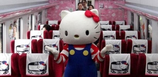 O interior do trem ganhou diversas imagens da famosas personagem japonesa
