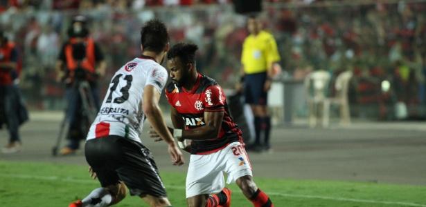 Flamengo e Palestino fizeram uma partida agitada em Cariacica (ES)