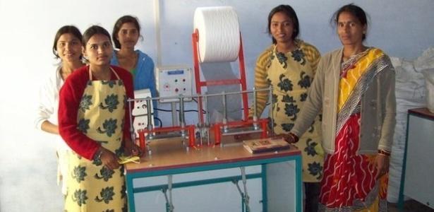30jun2014---fabrica-de-absorventes-indianos-1404136289131_615x300.jpg