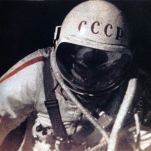 O russo Alexei Leonov foi o primeiro homem a flutuar no espaço, em 1965