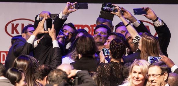 Moro foi assediado para selfies durante premiação em São Paulo