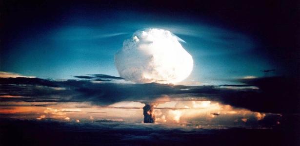 Teste de explosão de bomba H no atol de Enewetak, nas Ilhas Marshall, em 1º de novembro de 1952