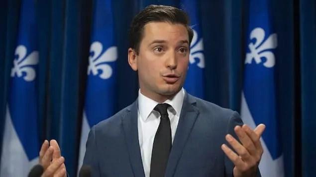 Ministro da Imigração do Quebec; responsável por anunciar o cancelamento de 18.000 processos