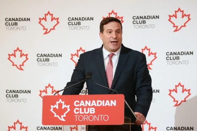 Ministro da Imigração Mendicino falando da importância da imigração para o crescimento do Canadá