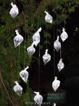 Mobile installation of raindrops at night © Imke Rust