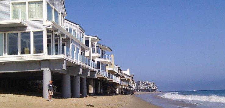 Häuserreihen in Malibu