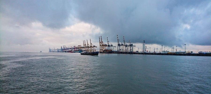 Bremerhaven - Containerkaje Überseehäfen