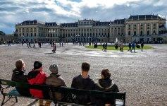 Meine Familie vorm Schloss Schoenbrunn