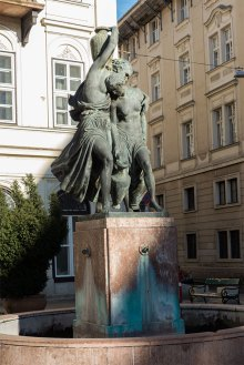 Budapest: Statue am Brunnen
