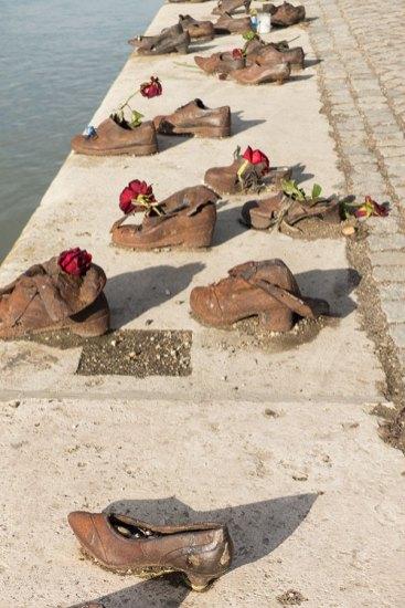 Mahnmal Schuhe an der Donau
