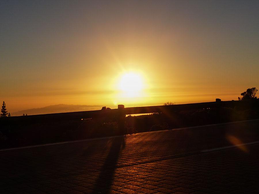 Sonnenuntergang über den Wolken im Teide Nationalpark