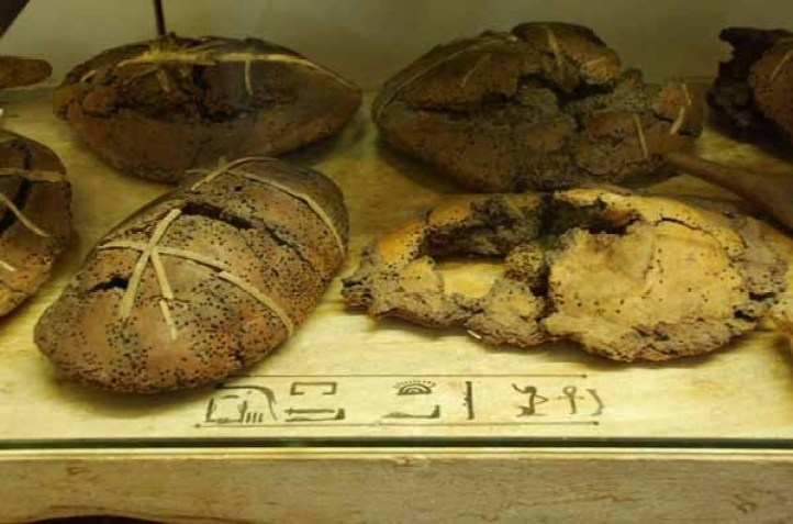 Antico Egitto a tavola, il pane elemento base della alimentazione egizia.