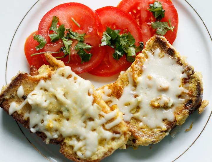 Garlic cheesy grenki are the Russian take on savory French toast