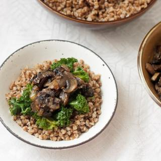 Buckwheat kasha with caramelized mushrooms and onions, or the foods that calm me down