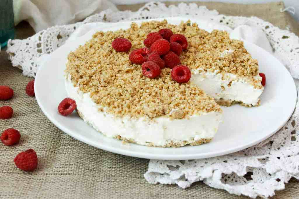 Light Israeli cheesecake with crumb topping