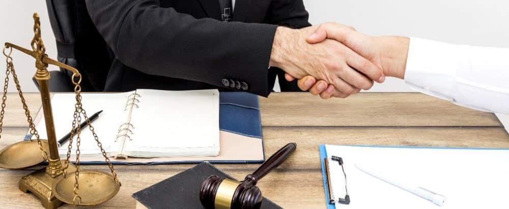 Signature d'un acte authentique avec un notaire