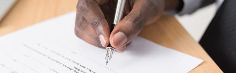 Main portant mention manuscrite d'une renonciation à la condition suspensive de prêt immobilier