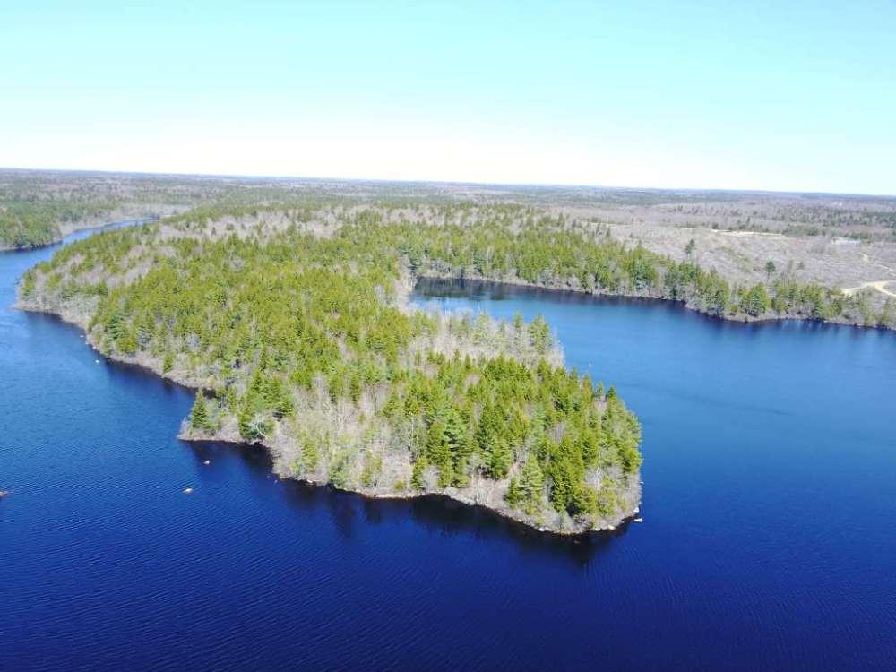 Halbinsel am Lac a Patrice in Nova Scotia Kanada