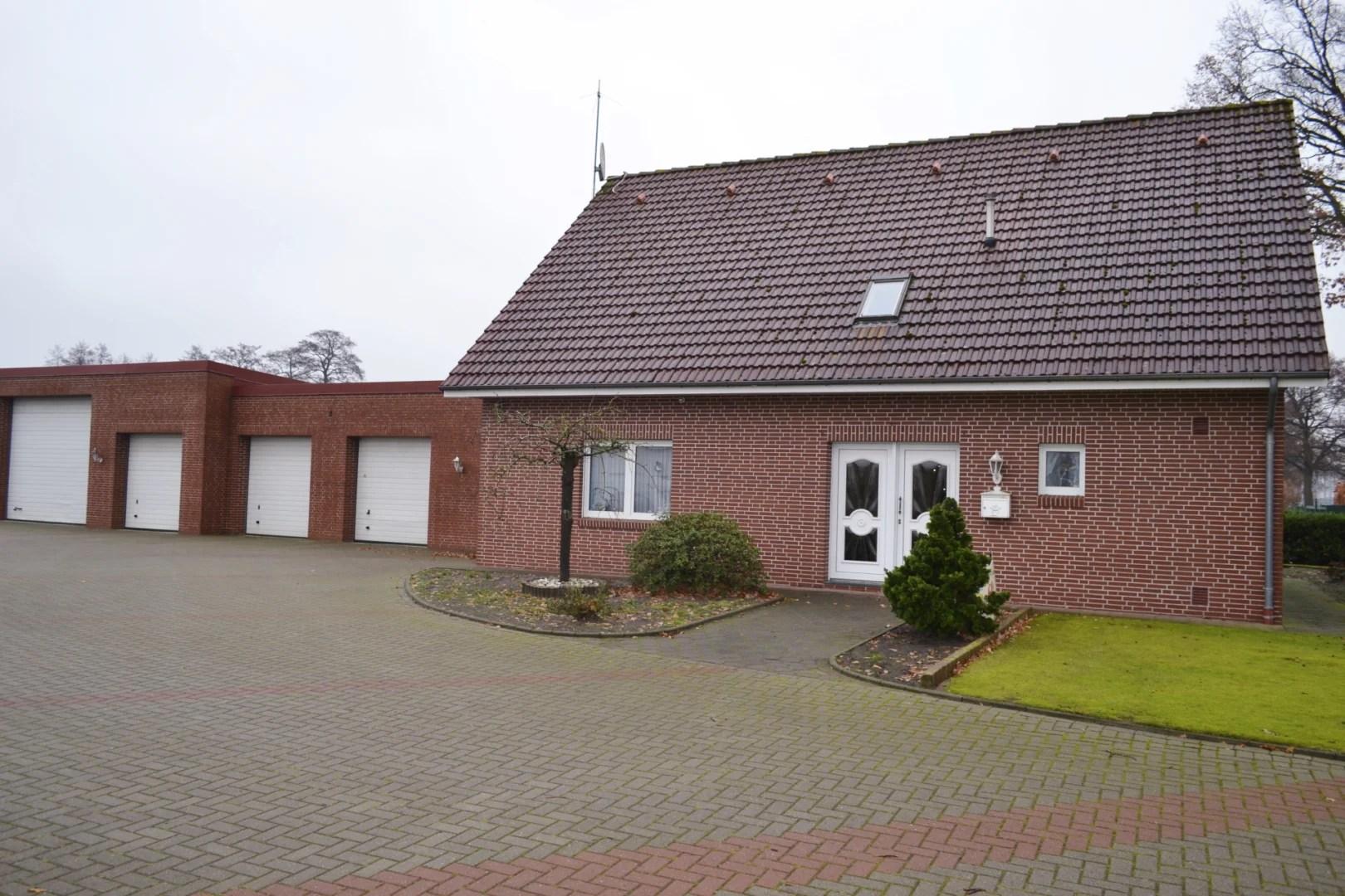 Komfortables, betriebliches Wohnhaus mit Wintergarten und Garagenanlage in Barßel zu verkaufen I Exposé Nr.: 154/18