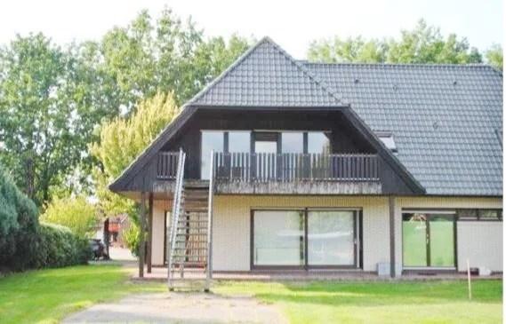 Erholungsgebiet Barßel OT, Wohnhaus mit Praxisräumen, Keller und Bauplatz zu verkaufen. 2 Wohneinheiten möglich I Exposé Nr.: 140/19