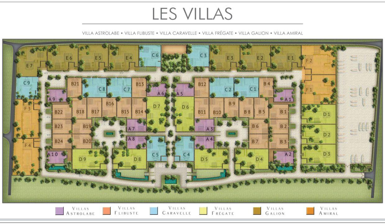 villa dispose de 3 chambres à coucher avec salles de bain attenantes.