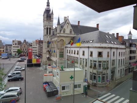 Zicht op grote markt Sint-Niklaas