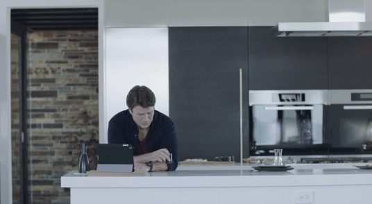 Nathan Fillion playing Jack Moore in Con Man