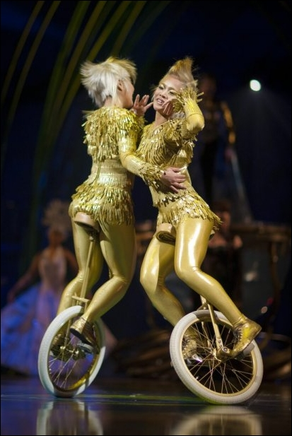 Amaluna_Unicycle_Twins