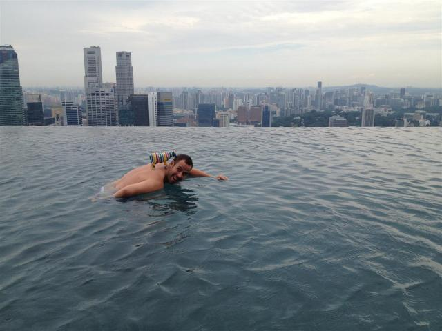 highest infinity pool in the world Marina Bay Sands Singapore (1) (Large)