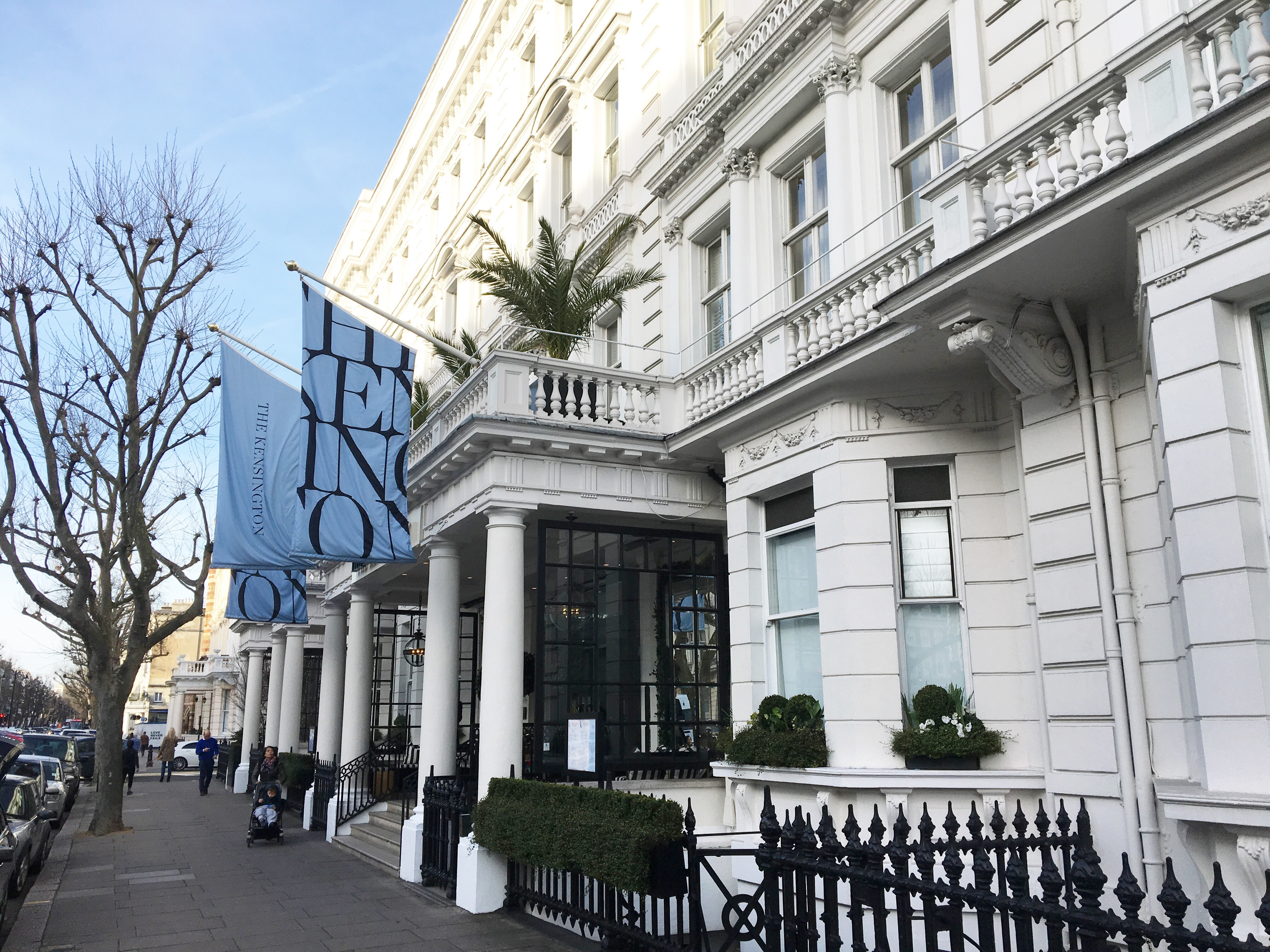 White apron london - Short Of Wearing A Blue Dress With A White Apron The Beautifully Stunning Kensington Hotel Welcomed Me To Be Their Guest At Its One Of A Kind Beauty And