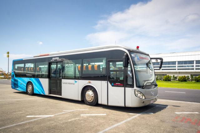 Bus Bandara Karoseri Laksana Hino RK8
