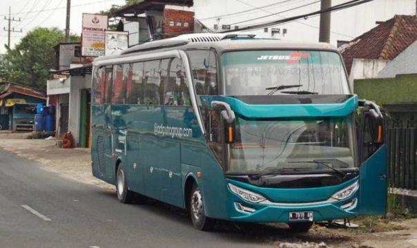 Penampakan Mercedes Oh 1521 Dengan Balutan Adiputro Jetbus 2 Shd