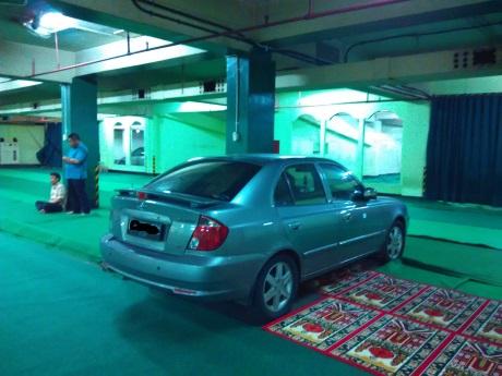 mobil di mesjid 2