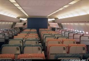 ini bukti sewaktu seat tersebut masih digunakan di DC-10 , 1972 :D Interior of Western's first DC-10 delivered 19 April 1973 – airliners.net (lebih mirip L-1011 karena kompartemen bagasi di 4 seat tengah tidak ada)