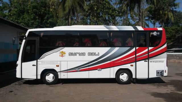 Armada Medium Bus