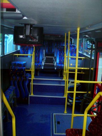 interior lantai bawah, menggunakan dek yang rendah
