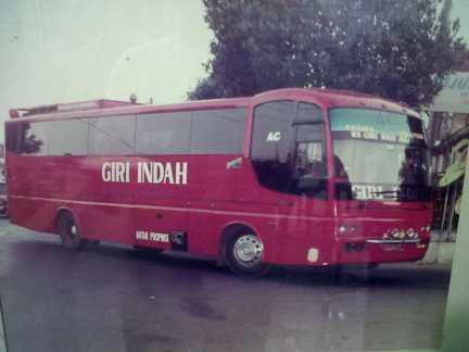 agra-mas-bus-jadul-giri-indah-louhan