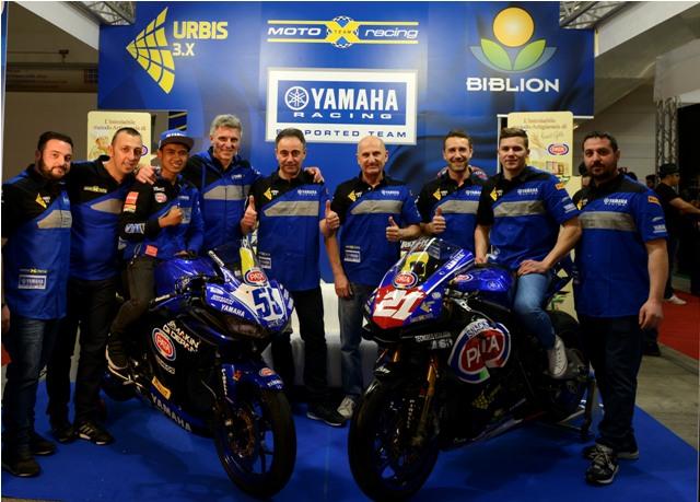 Galang Hendra bersama tim MotoX Yamaha WSSP300 2018 (1)