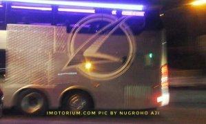 Logo samping bus double deck Karoseri Laksana SR2 XDD Prime