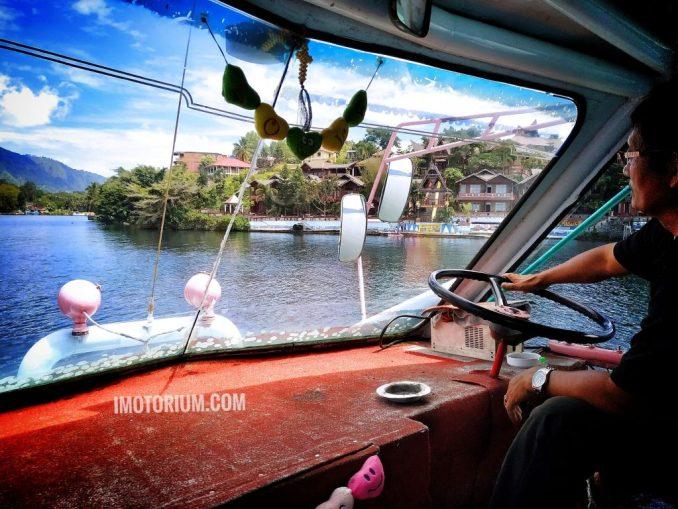 Naik Kapal Di Danau Toba - Menyebrang ke Samosir