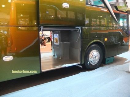 imotorium Adiputro Bus GIIAS 2016 (4)