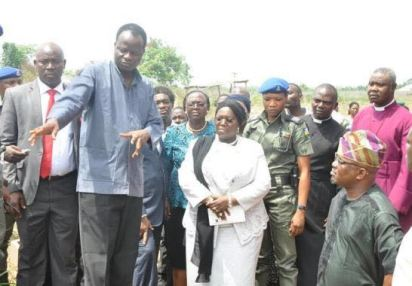 An official of Babington Macaulay ponting to the point where the kidnappers came into the school and exit to the Deputy Governor of Lagos State, Dr Oluranti, Majority Leader, LSHA, Hon. Agunbiade and other officials