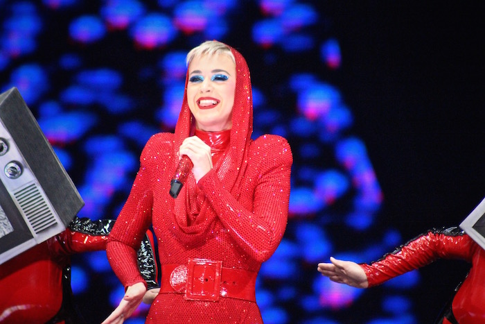 katy perry sparks social commentary during performance in kansas city