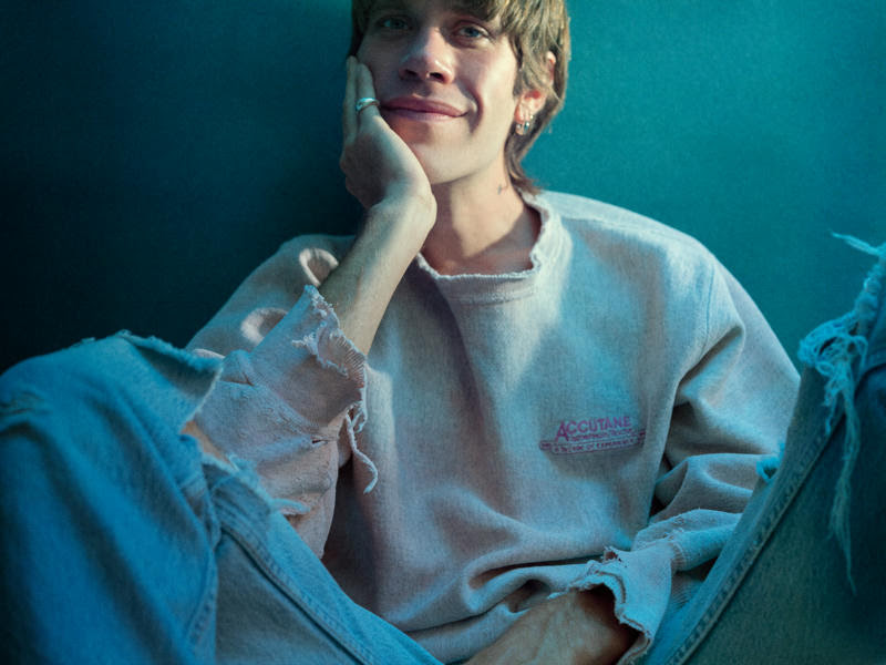 """porches endears with lighting extravaganza in new video for """"back3school"""""""