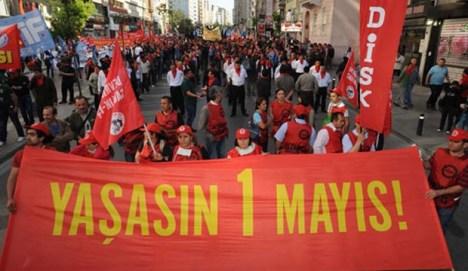 Turkin ammattiliittojen vallankumouksellinen konfederaatio DISK Istanbulissa vappuna 2015.