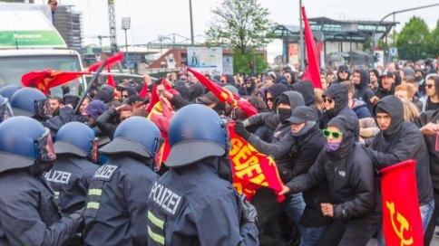 Yhteenotto poliisin kanssa Hampurissa vappuna 2015.