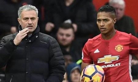 Mourinho y Antonio Valencia